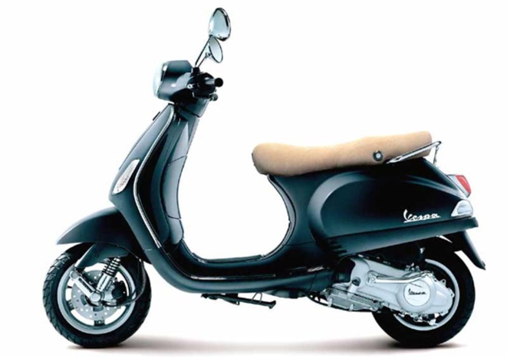 2010 Vespa LX 125 4T - Moto.ZombDrive.COM