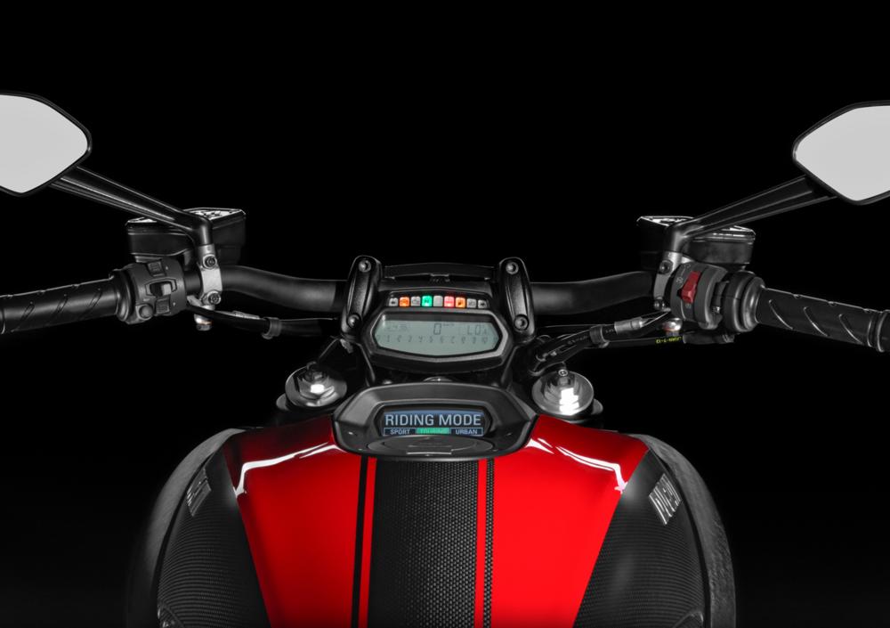 Ducati Diavel Carbon (2014 - 16) (3)