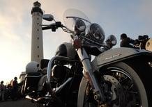 Al Wheels and Waves sulla Harley-Davidson Road King