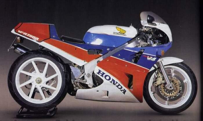 La linea ancora attuale della Honda RC30