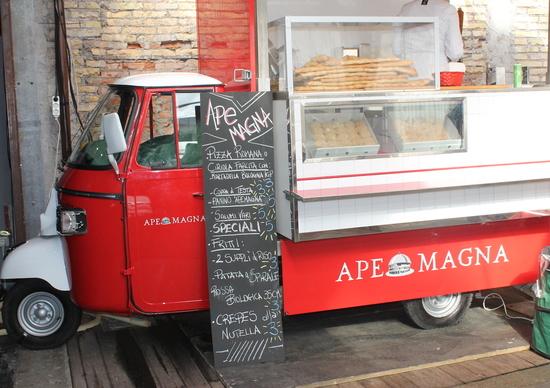 """""""Bee Happy Fest"""" a Roma, il cibo di strada sulle Apecar"""
