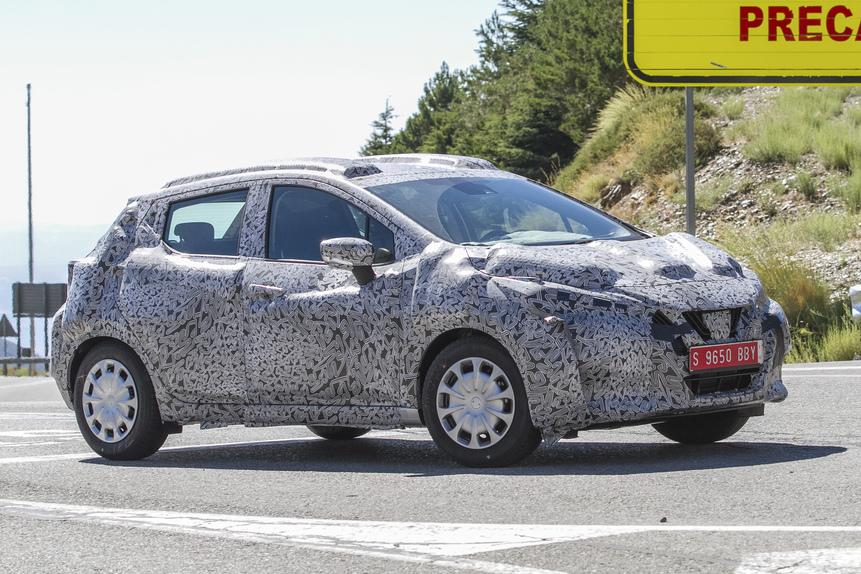 Nuova Nissan Micra, ecco le prime foto su strada (4)