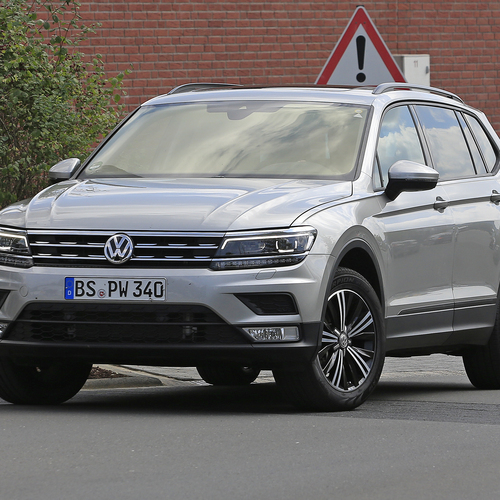 volkswagen tiguan lwb le prime immagini news. Black Bedroom Furniture Sets. Home Design Ideas