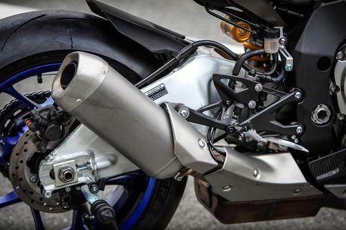 Un dettaglio dello scarico della Yamaha YZF-R1M