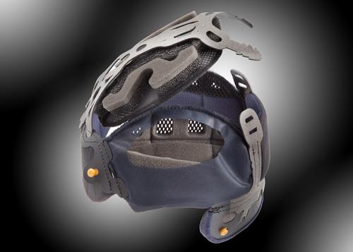 La cuffia permette di smontare la parte della corona ed adattare il casco millimetricamente