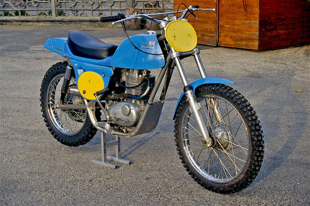 Per molti anni le moto dei fratelli Rickman sono state importanti protagoniste sia in campo stradale che in campo crossistico. Questa è una rara Metisse BSA con motore B 44 dotato di kit di trasformazione che ne porta la cilindrata a 490 cm3