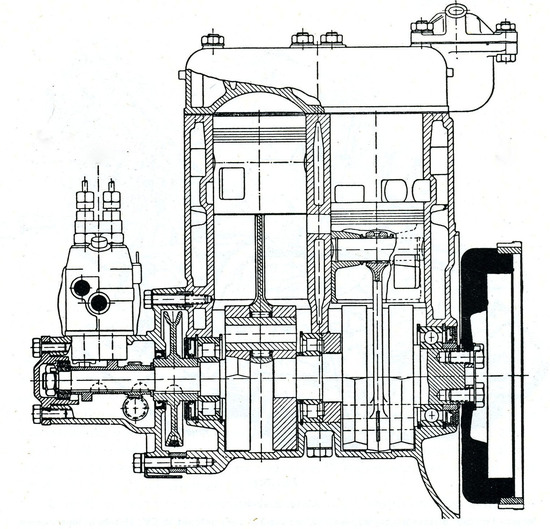 I primi esempi di impiego della iniezione diretta di benzina su  vetture di serie si sono avuti nei primi anni Cinquanta, quando è stata adottata nei motori a due tempi della Gutbrod e della Goliath, qui mostrato in sezione
