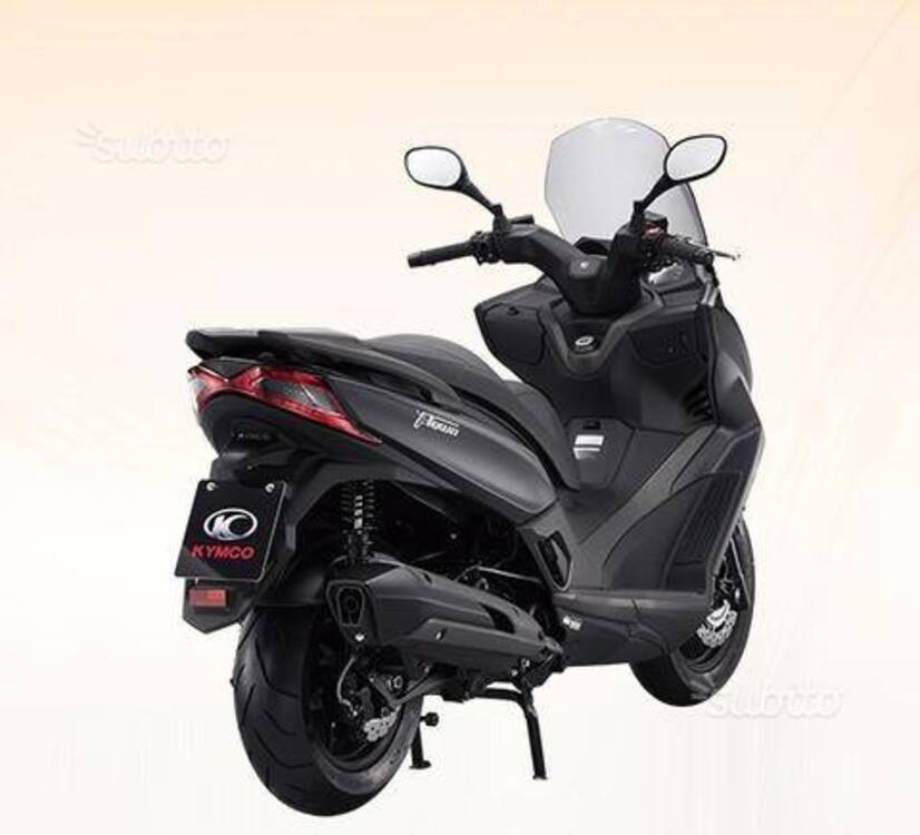 vendo kymco x town 300i abs 2016 18 nuova a. Black Bedroom Furniture Sets. Home Design Ideas