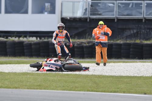 MotoGP, Australia 2016. FOTO - La caduta di Márquez  (4)