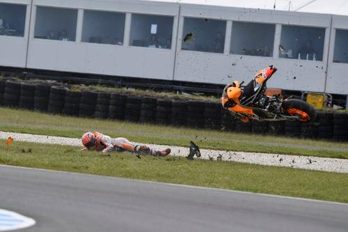MotoGP, Australia 2016. FOTO - La caduta di Márquez  (2)