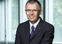 Tavares: «Altri annunciano un futuro elettrico. Renault già lo vende»