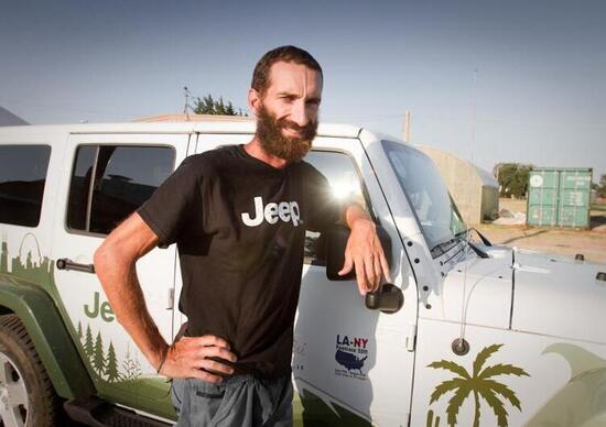 "Alex Bellini conclude la ""Los Angeles-New York Footrace 2011"" con il supporto di Jeep"