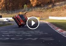 Nürburgring, record su due ruote per una Mini [Video]