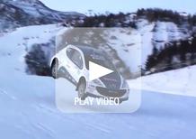 """Una Peugeot 207 S2000 """"spazzola"""" le piste da sci"""