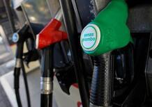Prelevano benzina gratis per un guasto al distributore: denunciati in 122