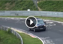 Nürburgring: un Ford Transit sfida le supercar [Video]