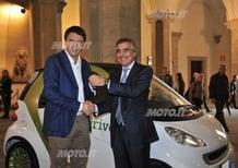Renzi prova la smart fortwo electric drive