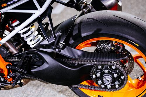 Diversa la taratura delle sospensioni per la KTM 1290 Super Duke R 2017