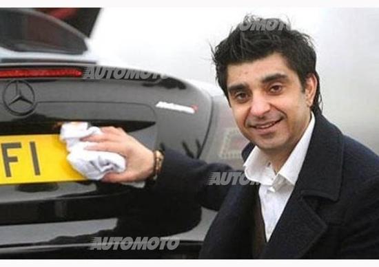 Gli offrono 7 milioni di dollari per la targa F1 della sua auto, lui rifiuta