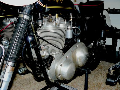 Nel cross la AMC ha opposto alle moto svedesi le sue AJS e (soprattutto) Matchless, dotate di un motore dalle misure caratteristiche pressoché quadre (86 x 85,5 mm)