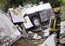 Bus in Irpinia: «Un guasto ai freni ha provocato l'incidente». Ma le cause della tragedia sono altre