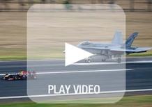Formula 1: la Red Bull e Ricciardo sfidano l'F-18 Hornet