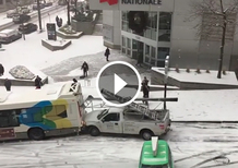 Neve sulla strada? Il disastro è assicurato [Video]