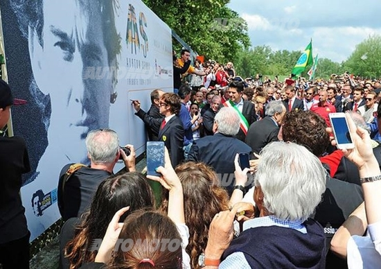 Senna: oltre 25.000 persone a Imola per ricordare che Ayrton vive
