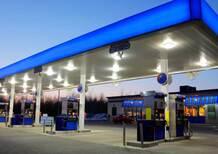 Benzina, l'Antitrust: «Prezzi alti? Troppi distributori, bisogna ristrutturare la rete»
