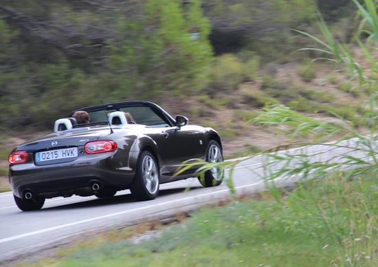 Mazda MX-5, il ripasso: dalle nubi del Montserrat al caldo del Mediterraneo