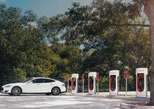 Tesla Supercharger diventa a pagamento: ecco quanto