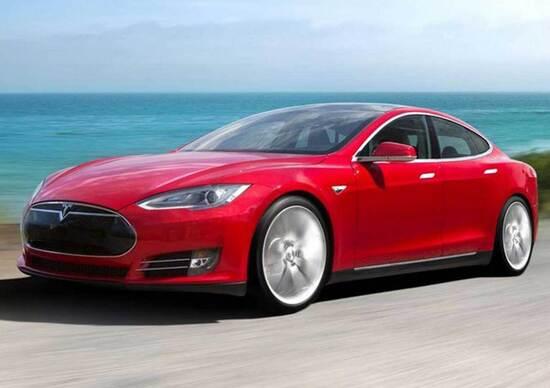 Tesla Model S: con l'aggiornamento software sparisce l'ansia da autonomia