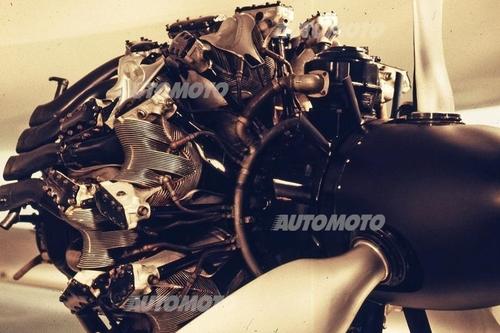 La casa tedesca ha fatto ricorso alla iniezione d'acqua e metanolo negli anni Quaranta per aumentare le prestazioni del suo splendido 801, motore d'aviazione a quattordici cilindri che nelle versioni più evolute erogava circa 2000 cavalli