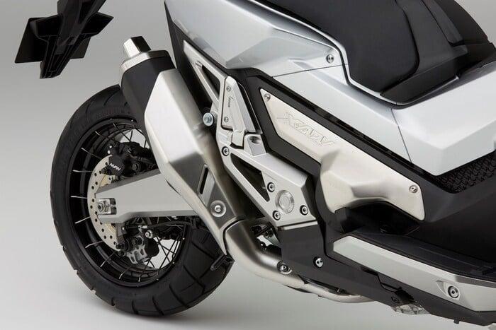L'inedito scarico della Honda X-ADV