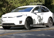Tesla Model X: ecco le immagini spia del SUV elettrico