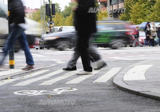 Ogni anno 600 pedoni vittime della strada. «La colpa è quasi sempre degli automobilisti»