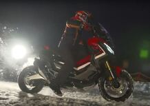 Marc Marquez guida l'Honda X-ADV sulla neve