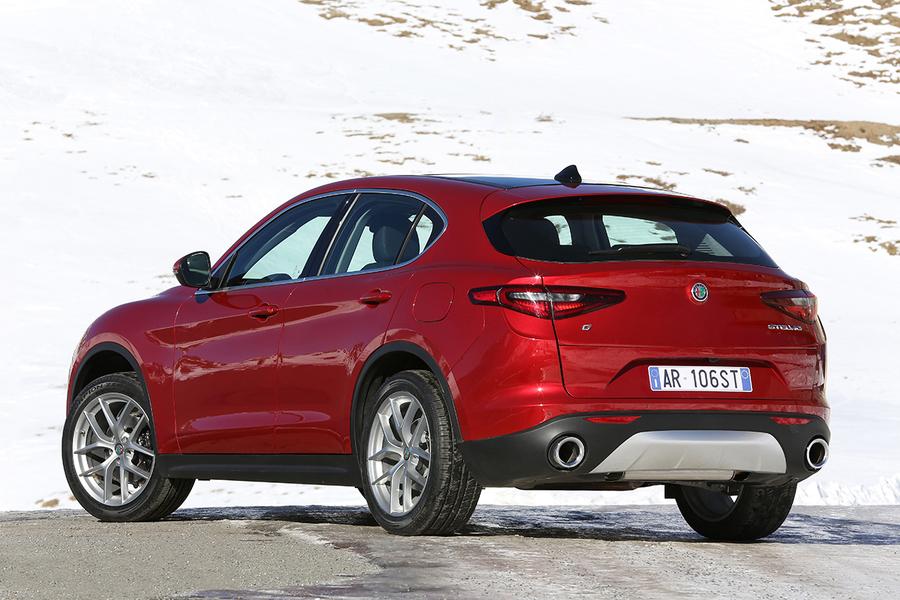 Alfa Romeo Stelvio (2017->>) (3)