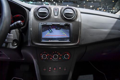 Dacia al Salone di Ginevra 2017 (8)