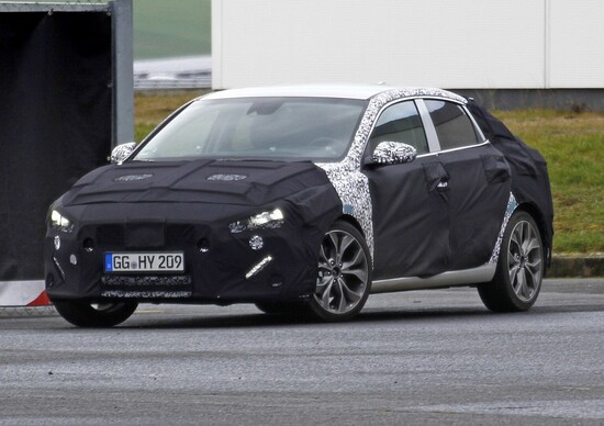 Nuova Hyundai i30 Fastback: foto spia