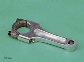 In passato le bielle forgiate in lega di alluminio hanno avuto una certa diffusione. Le impiegavano tipicamente i motori inglesi a due e a tre cilindri (questa è di un Triumph Trident). A suo tempo hanno avuto qualche rara utilizzazione anche in Germania e in Italia, ma da anni sono cadute nel dimenticatoio