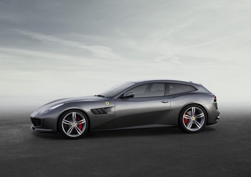 Ferrari GTC4Lusso Coupé (3)