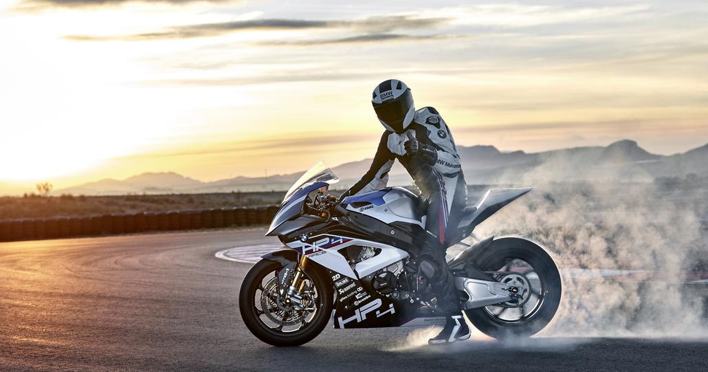 BMW HP4 RACE. La speciale 1000 RR in serie limitata da 80.000 euro